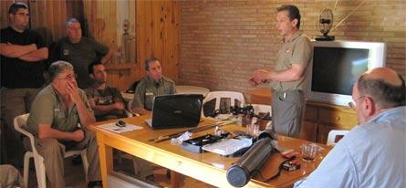 Daniel, parte de los asistentes y yo mismo (de espaldas) durante el seminario en la Reserva Valenciana de Caza de La Muela de Cortes